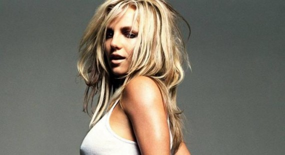 What is Britney Spears' natural hair color?