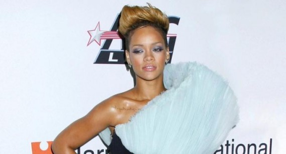 Rihanna hot on Rolling Stone magazine and talks about Chris Brown inside