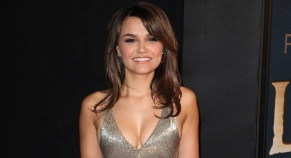 Samantha Barks stuns at the Oscars in a low-cut black gown
