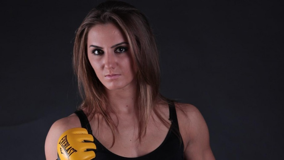 Aleksandra Albu sensaul Internet pics heighten interest in UFC debut