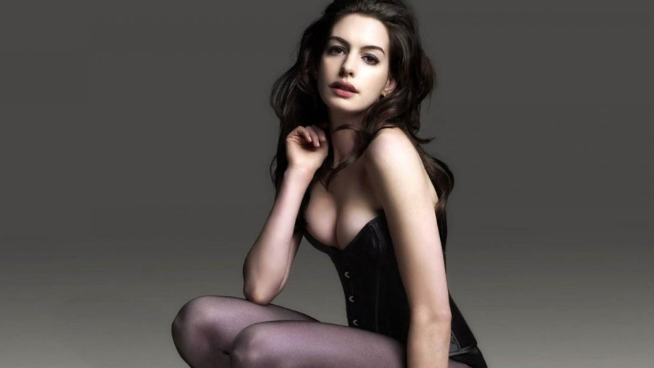 Anne Hathaway Insists That She Can Be Sexy News Fans Share