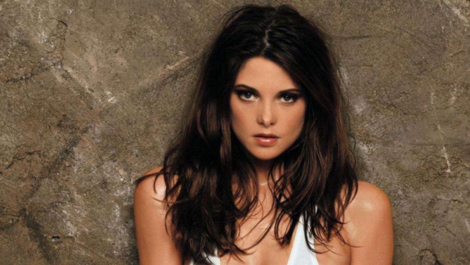 Who is Ashley Greene dating?