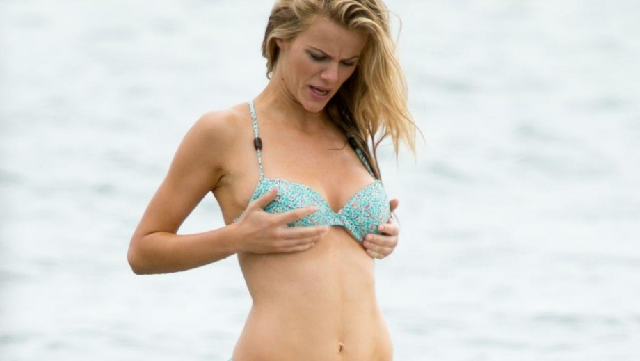 Brooklyn Decker passing on her excellent music taste to her young relatives