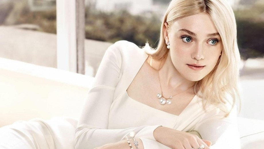 Who is prettier annasophia robb or Dakota Fanning?