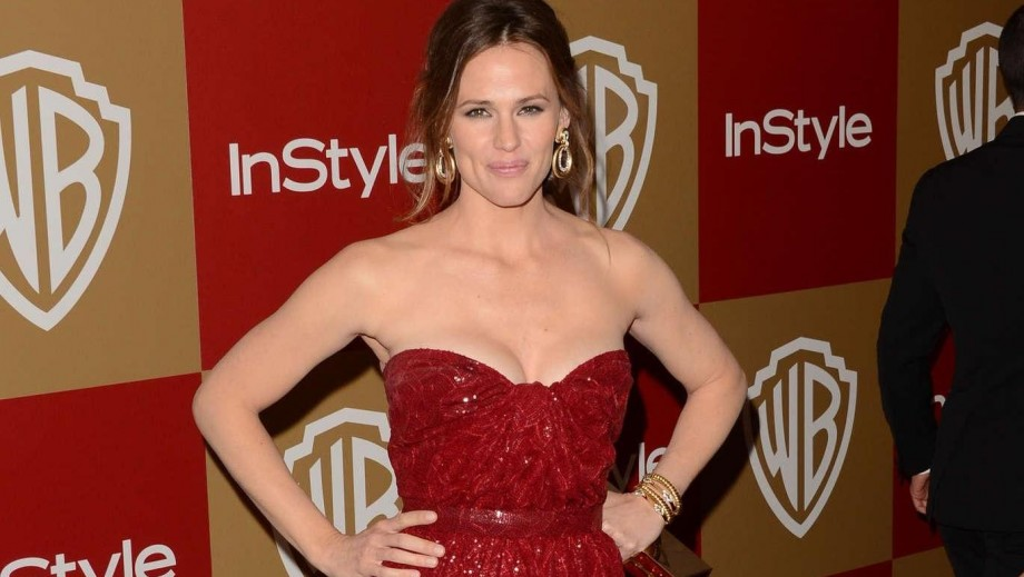 Jennifer Garner urges people to wear sunscreen this Summer