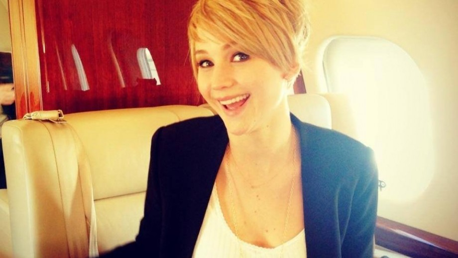 Jennifer Lawrence shakes with fear following Golden Globes 2014 win