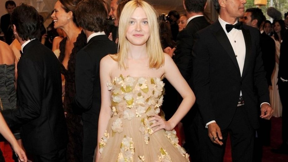 Who is Dakota Fanning's agent or manager?