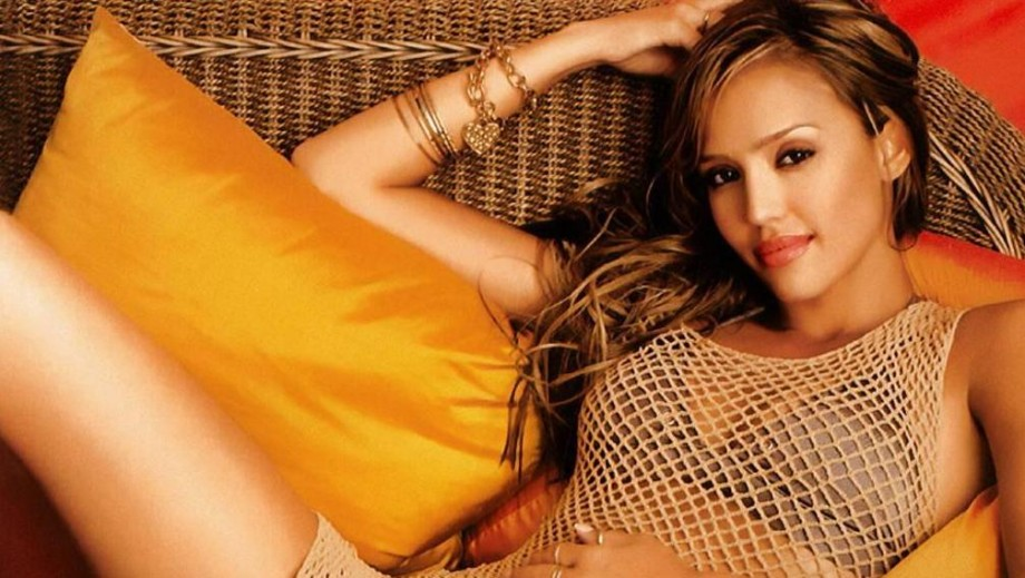How is Jessica Alba curvy?