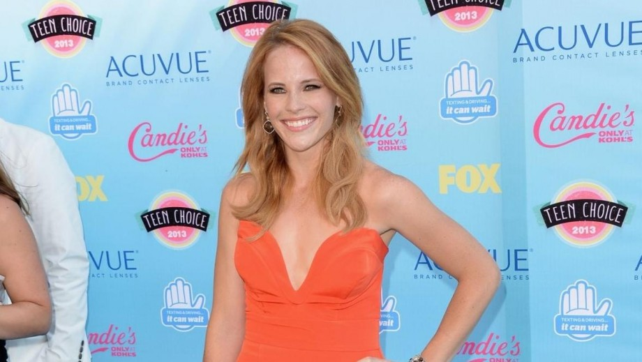 "Katie Leclerc hints at surprises on ""Switched at Birth"""