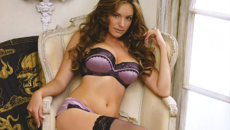 Kelly Brook has a dig at Simon Cowell