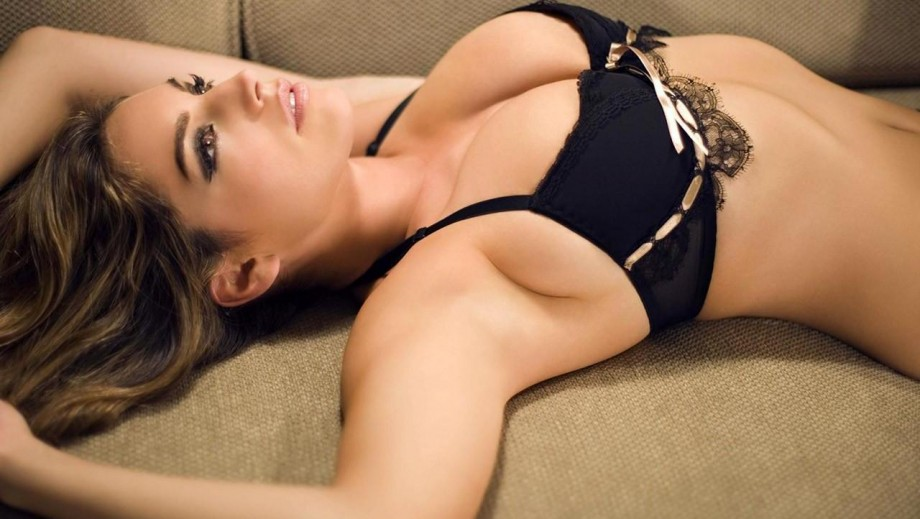 Kelly Brook sees Victoria Beckham and Kim Kardashian as being beautiful‏