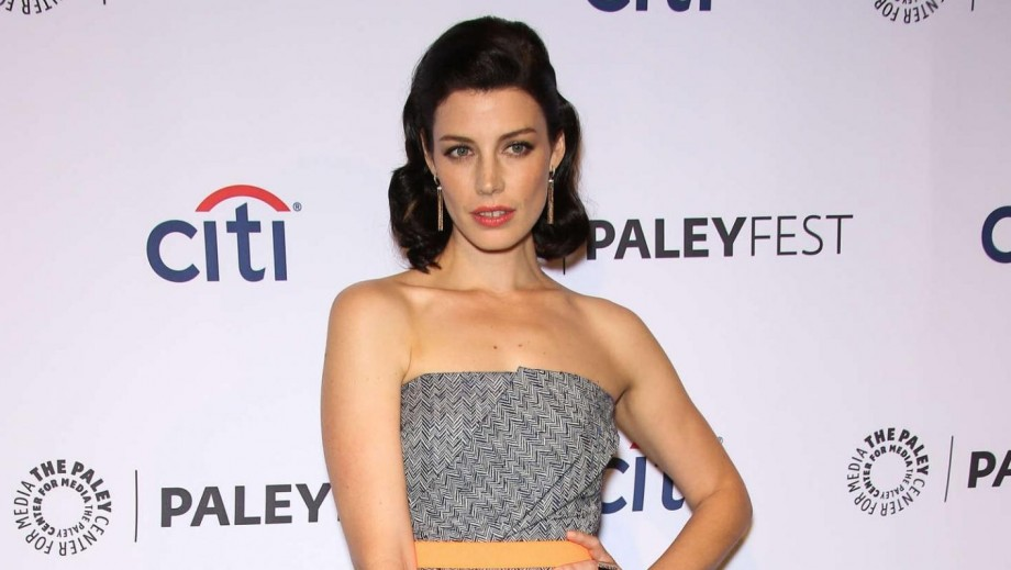 Mad Men's Jessica Paré 'hug' of female friend excites fans