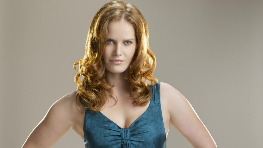"Rebecca Mader shines with ""Once Upon a Time"" cast in Orlando"