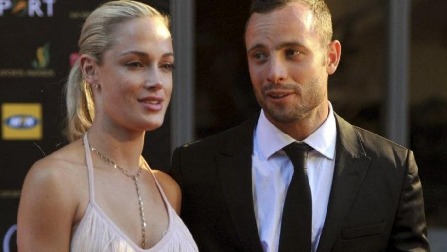 Reeva Steenkamp injuries debate leads to Oscar Pistorius break down in court