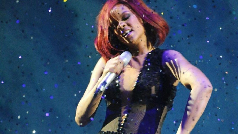 Rihanna and Chris Martin dating?