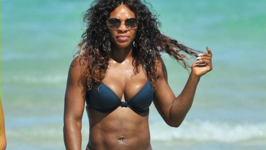 Serena Williams struggling to stay on her feet at Wimbledon 2014