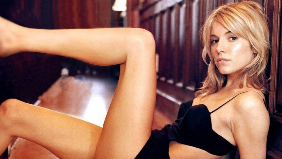 Sienna Miller lands female lead opposite Bradley Cooper in 'American Sniper'