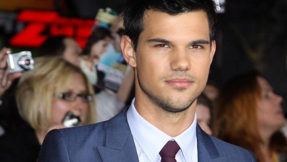 Who is Taylor Lautner currently dating?
