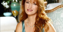 Jane Seymour stuns fans with model figure on magazine cover