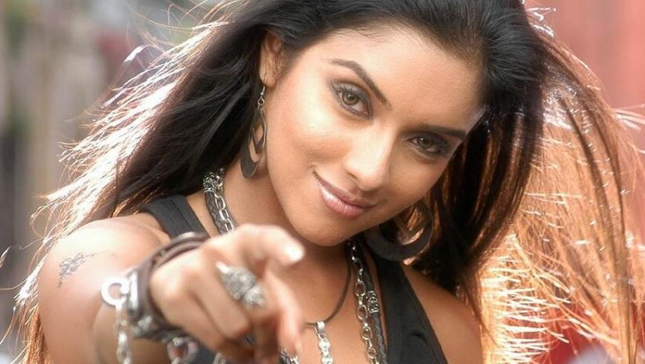 Asin Thottumkal rumoured to be passing on role of 'Queen'