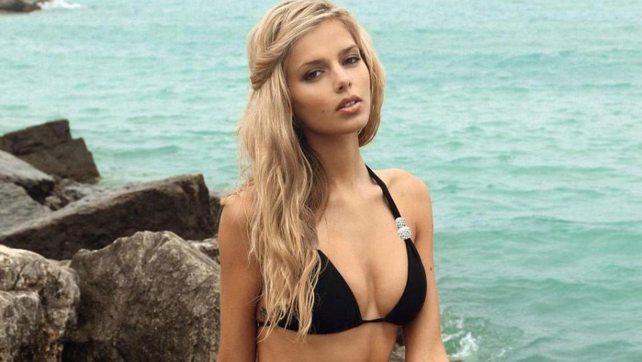 Danielle Knudson catches the eye of Justin Bieber