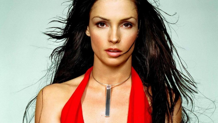 Famke Janssen is beautiful villain in Hemlock grove due to H20 rules