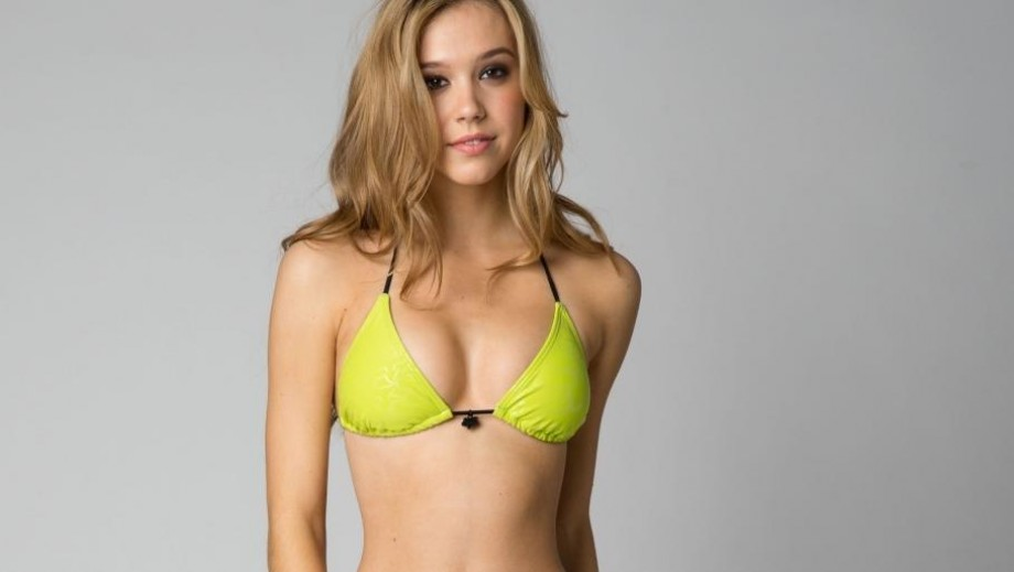 Girl of the Day: Up and coming model Alexis Ren