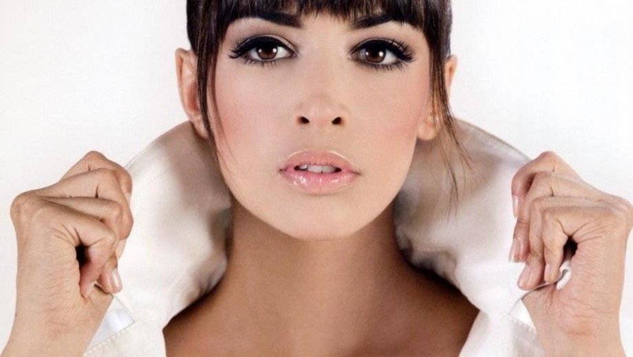 "Hannah Simone might be 'exposed' as movie star in ""Flock of Dudes"""