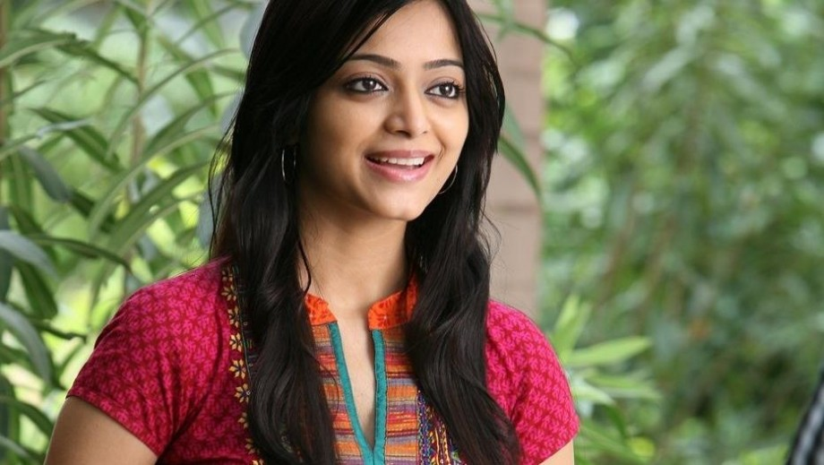 "Janani Iyer ready to put Asif under romantic spell in ""Driver on Duty"""