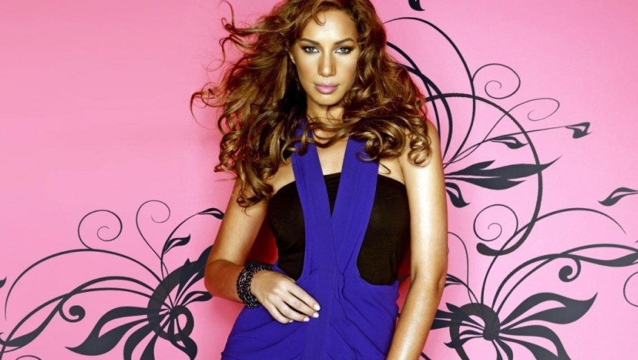 "Leona Lewis overcomes nerves and shines in ""Walking on Sunshine"""