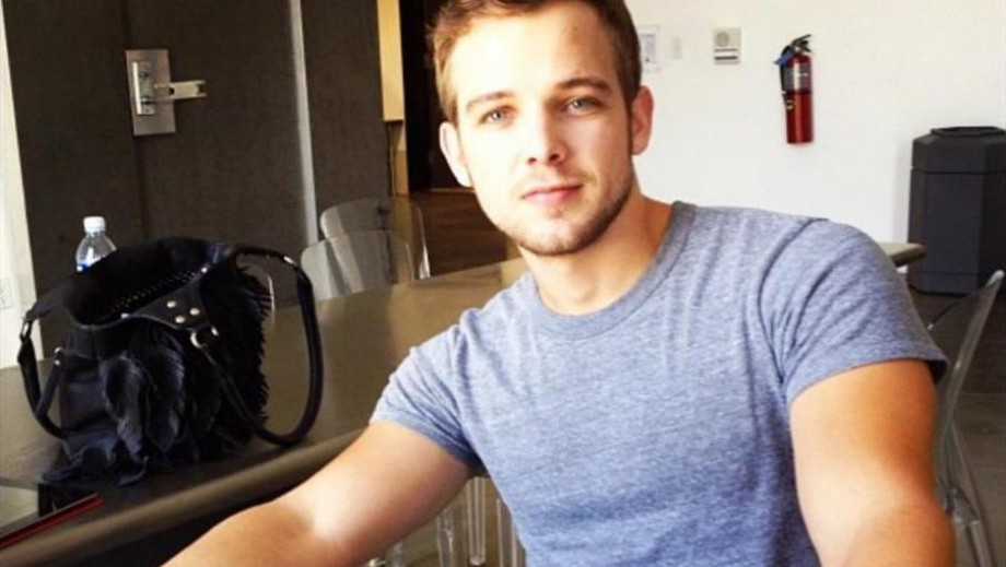 Max Thieriot's star appeal apparent with shirtless role in Bates Motel