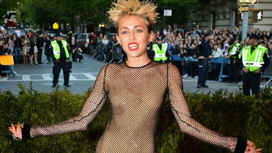 Miley Cyrus beginning to feel down following Bangerz criticism
