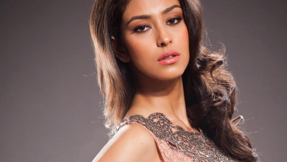Navneet Kaur Dhillon to begin Bollywood career as lead in Gabbar 2