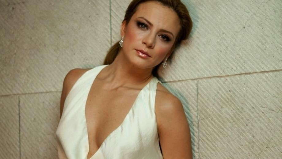 "Silvia Navarro shows sensual side as teibolera in ""My Heart Is Yours"""
