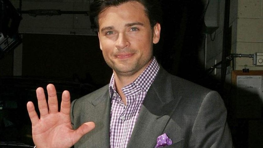 Tom Welling shines with salt & pepper look at Draft Day premiere