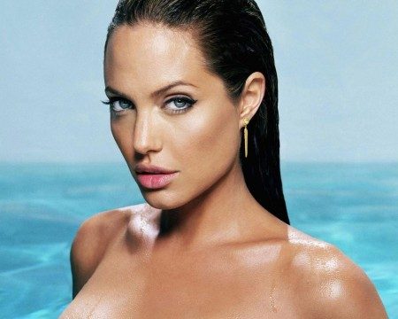 Angelina Jolie In Sky Captain And The World Of Tomorrow Angelina Jolie Doesnt Just Play Soldier She Plays Highranking Military Commander Who Takes Flak From No One