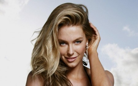 Jennifer Hawkins Eyes Image