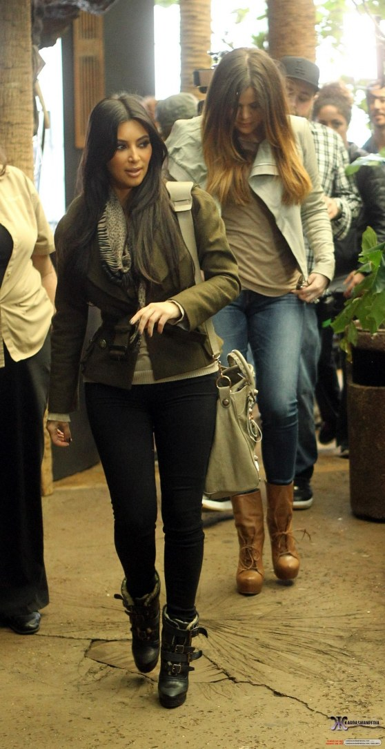 Khloe And Kim Visit The Dallas World Aquarium Khloe Kardashian